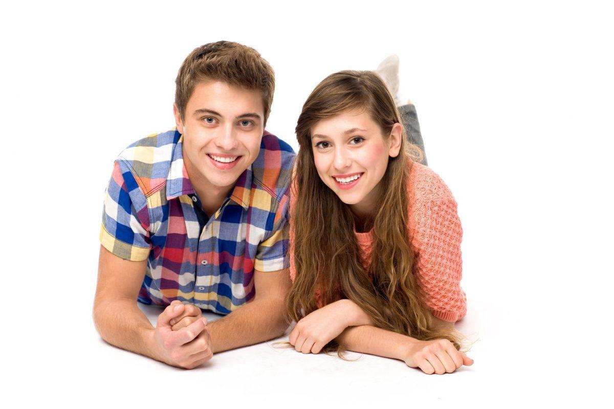 pareja adolescentesonriente